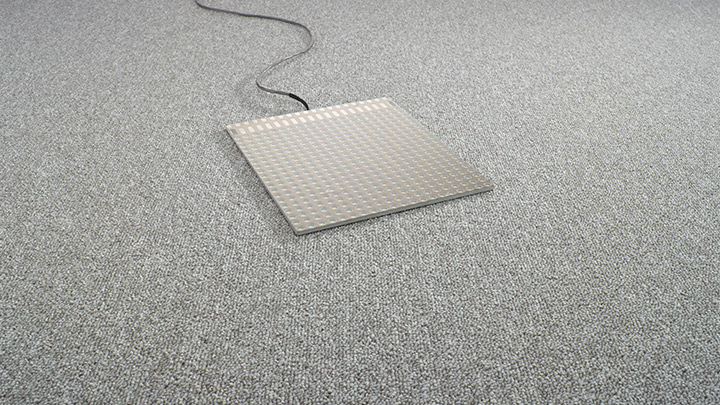 Luminous floors de Philips Lighting: proyecta tu logotipo con el panel de suelo LED LC Symbol (personalizado).